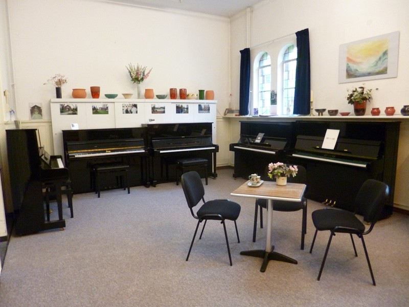 showroom piano's